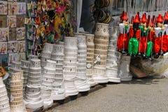 Venta de recuerdos en la tienda de la calle en Pisa, Italia imagen de archivo