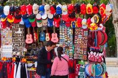 Venta de recuerdos turísticos en Sevilla Fotografía de archivo