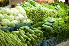 Venta de verduras frescas Imagenes de archivo
