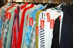 venta del almacén de ropa Imágenes de archivo libres de regalías
