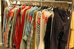venta del almacén de ropa Fotografía de archivo