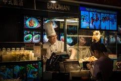 Venta del arroz del pollo en zona de restaurantes Imagen de archivo libre de regalías