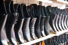 Venta del calzado del hombre Foto de archivo libre de regalías