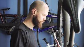 Venta y reparación de bicicletas almacen de metraje de vídeo