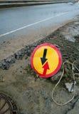 Ventaja redonda de la señal de tráfico del tráfico inminente imagenes de archivo