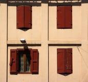 Ventana abierta del obturador de madera Foto de archivo libre de regalías