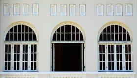 Ventana abierta y cerrada imagen de archivo