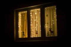 Ventana adornada de los días de fiesta del Año Nuevo fotografía de archivo libre de regalías