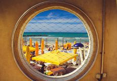 Ventana al mar Mediterráneo Imagenes de archivo