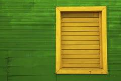Ventana amarilla en casa verde Imagen de archivo libre de regalías