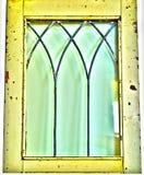 Ventana amarilla rústica antigua del vintage imagen de archivo