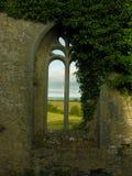 Ventana antigua de la iglesia Fotos de archivo libres de regalías