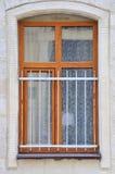 Ventana arqueada en pared Foto de archivo libre de regalías