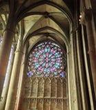 Ventana artística de la iglesia fotografía de archivo libre de regalías