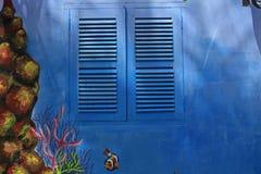 Ventana azul en la luz del sol Imágenes de archivo libres de regalías