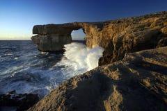 Ventana azul en la puesta del sol, isla de Gozo, Malta Fotografía de archivo libre de regalías