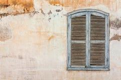 Ventana azul rústica Imágenes de archivo libres de regalías