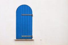 Ventana azul vieja, Alghero, Cerdeña Foto de archivo