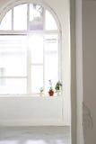 Ventana blanca del arco Fotografía de archivo