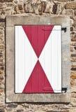 Ventana cerrada en un edificio viejo - Edad Media Foto de archivo libre de regalías