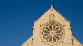 Ventana color de rosa de la iglesia Fotografía de archivo libre de regalías
