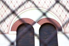 ventana color de rosa Italia Lombardía la teja vieja s del abbiate Imagen de archivo