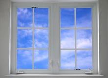 Ventana con el cielo azul Foto de archivo libre de regalías