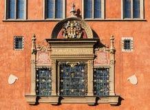Ventana con el escudo Foto de archivo libre de regalías