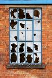 Ventana con el vidrio quebrado imagenes de archivo