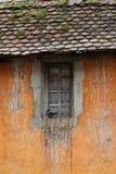 Ventana con la paloma en Annecy fotos de archivo libres de regalías