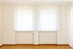 Ventana con las cortinas blancas Imagen de archivo libre de regalías