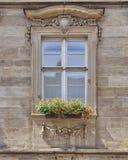 Ventana con las flores, Bamberg, Alemania del vintage fotografía de archivo