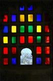 Ventana con los vidrios coloreados en palacio de la ciudad de Udaipur Imagen de archivo libre de regalías