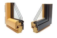Ventana de aluminio con la muestra de madera del abrigo imagen de archivo libre de regalías