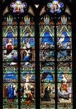 Ventana de cristal de colores religiosa Imagen de archivo libre de regalías