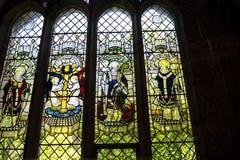 Ventana de cristal ilustrada en la catedral o la iglesia de monasterio en Chester England Fotos de archivo