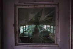 Ventana de cristal quebrada en tren abandonado Fotos de archivo libres de regalías