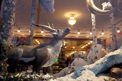Ventana de demostración adornada para la Navidad Foto de archivo