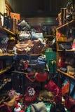 Ventana de exhibición del boutique de la moda Foto de archivo