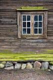 Ventana de la cabaña Fotos de archivo