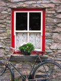 Ventana de la cabaña en Irlanda Imagenes de archivo