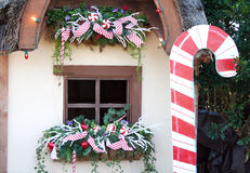 Ventana de la cabaña en la Navidad Imagen de archivo