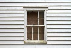 Ventana de la casa abandonada Fotografía de archivo
