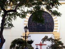 Ventana de la catedral fotografía de archivo libre de regalías
