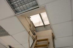 Ventana de la escalera y del tejado Fotografía de archivo libre de regalías
