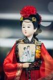 Ventana de la exhibición de la tienda del recuerdo, el 16 de diciembre de 2013 en Pekín, China El modelo clásico chino del caráct Imagen de archivo libre de regalías