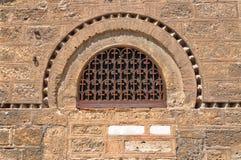 Ventana de la iglesia de Panaghia Kapnikarea Imágenes de archivo libres de regalías