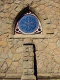 Ventana de la iglesia del estilo del triángulo de Reuleaux Fotos de archivo