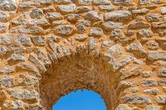 ventana de la iglesia del Pre-románico Foto de archivo libre de regalías