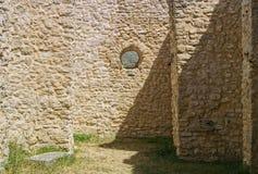 ventana de la iglesia del Pre-románico Fotos de archivo